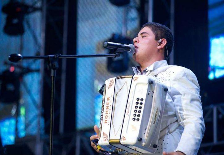 Alfredito Olivas todavía tiene dos balas dentro de su cuerpo, por lo que no regresará a cantar pronto. (nopalazul.com)