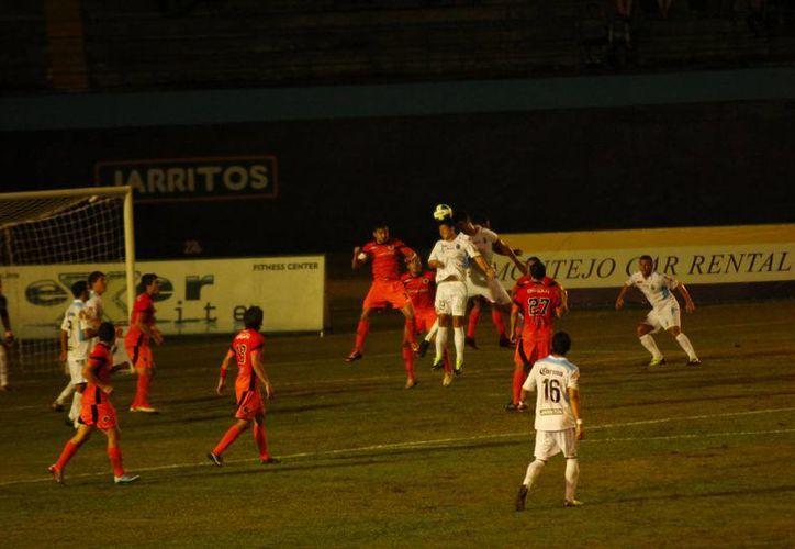 El refuerzo argentino Eial Strahlman fue la figura en el partido del CF Mérida en casa de Delfines, al meter tres goles. (Milenio Novedades)
