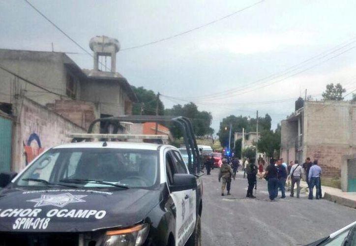 Policías ministeriales, municipales, estatales e integrantes de la Secretaría de Marina instalaron retenes en calles aledañas al sitio de la balacera. (twitter.com/MrElDiablo8)