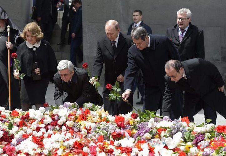 Líderes mundiales conmemoraron un aniversario más del genocidio este viernes en Erevan, la capital de Armenia. (EFE)