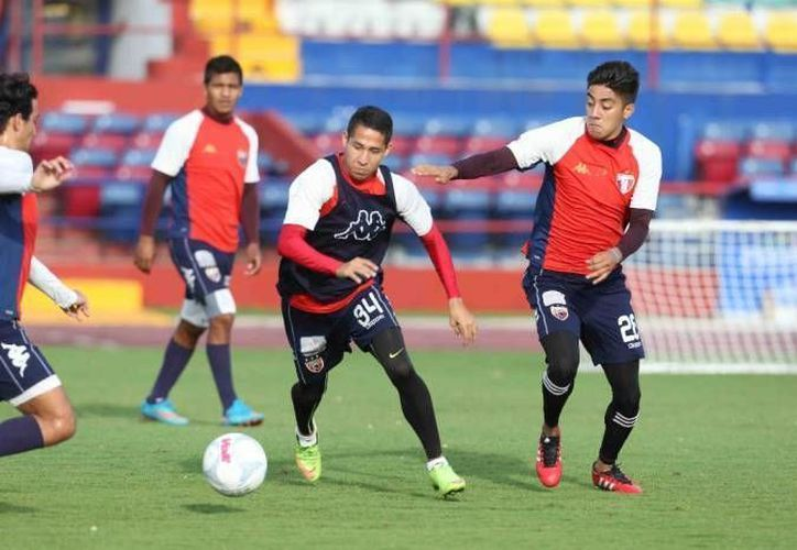 El equipo azulgrana realizó su primer entrenamiento del año en el estadio Olímpico Andrés Quintana Roo. (Redacción)
