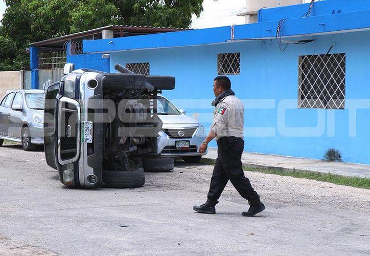 Tres vehículos se vieron involucrados en el incidente. (Victoria González/SIPSE)