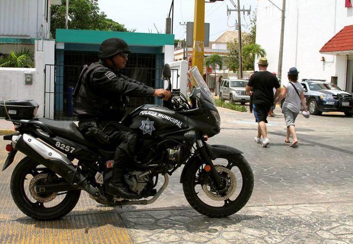 """La policía local pidió a los ciudadanos que """"no se confíen"""" y extremen precauciones para no ser víctimas de los amantes de lo ajeno.  (Adrián Monroy/SIPSE)"""