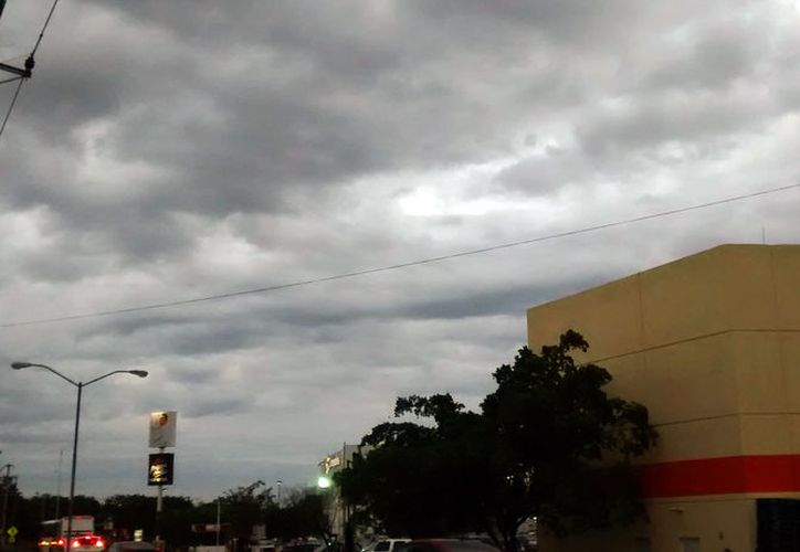 Este domingo se esperan lluvias por la tarde, pero también temperaturas calurosas, según el pronóstico del clima de la Conagua. (Archivo/SIPSE)