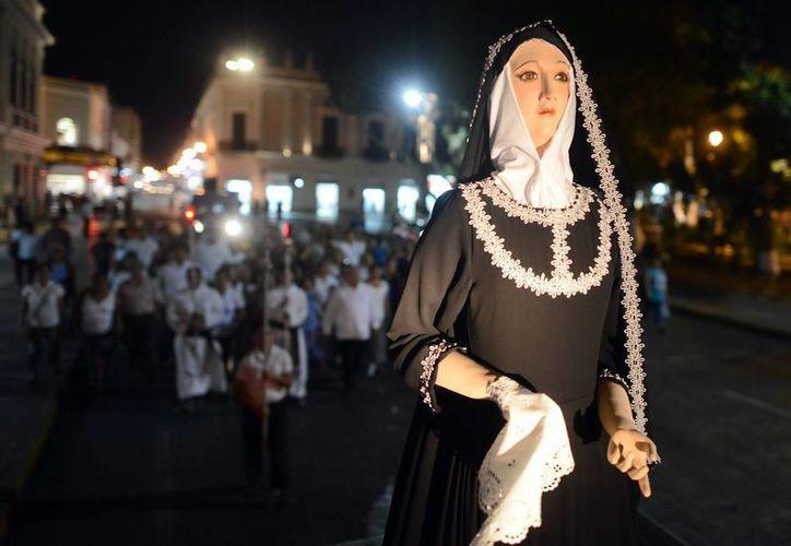 La Procesión Penitencial que forma parte de la Semana Santa recorrió las calles del Centro Histórico de Mérida. (Luis Pérez/SIPSE)