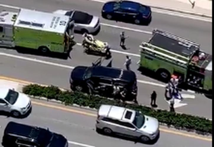 Presuntamente hay dos detenidos por el tiroteo a las afueras del hotel de Donald Trump. (Foto: Captura de Pantalla)
