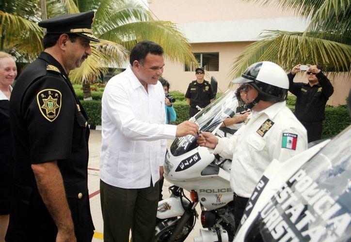 El Gobernador entregó motocicletas para auxilio de visitantes. (Milenio Novedades)