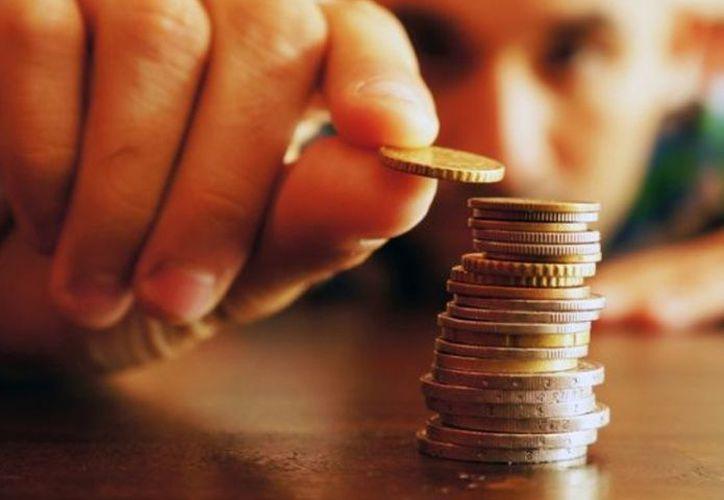 Expertos en economía señalan que para mejorar este 'score' crediticio se requiere de educación financiera para tomar mejores decisiones. (Contexto/Internet)