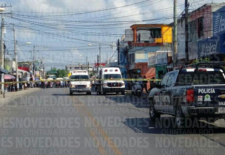 Las personas fueron baleadas adentro de un local ubicado en la avenida Tulum. (Eric Galindo)
