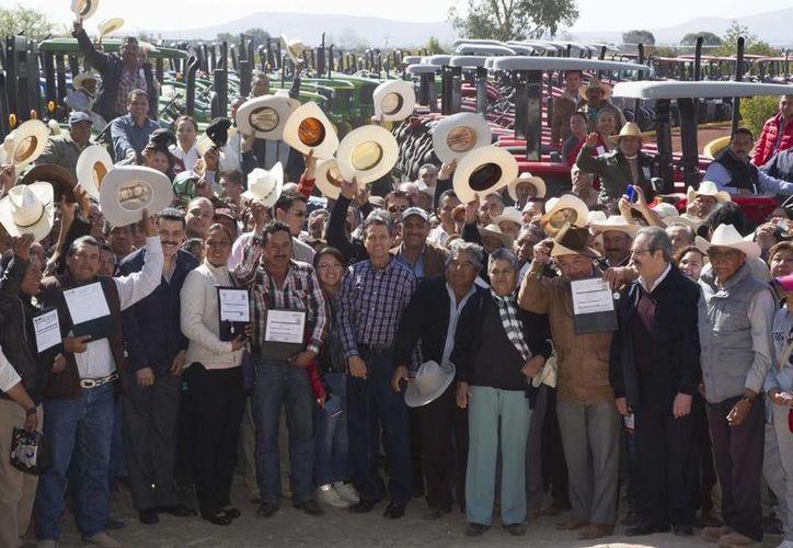 El presidente Enrique Peña Nieto durante la entrega de apoyos al campo en Hidalgo. (presidencia.gob.mx)
