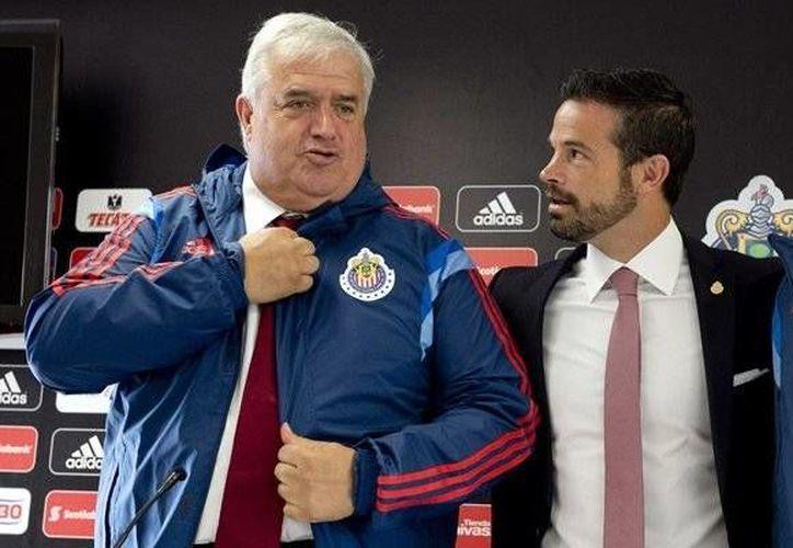 Albert Benaiges (i) estuvo en Chivas menos de dos meses. Ayer se dio a conocer su despido. (mediotiempo.com)