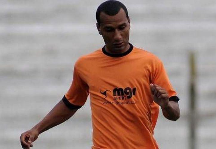 Anderson Gonzaga tendrá que dar clases de futbol en una cancha publica en Bolivia. (daleooo.com)
