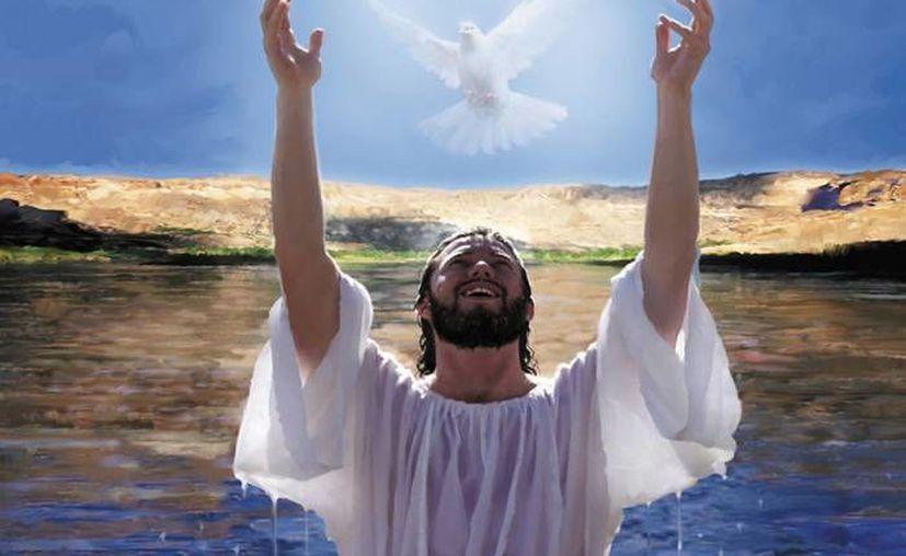 En la unidad familiar de Dios está el Hijo que es Jesús de Nazaret.