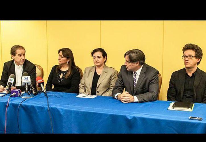 Los integrantes del GIEI recomendaron a la PGR cambiar sus versión sobre el destino de los estudiantes desaparecidos de Ayotzinapa. (excelsior.com.mx)