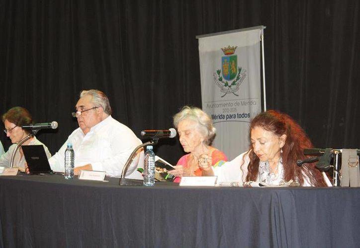 Participantes en la mesa redonda 'Octavio Paz en Mérida en 1937', en el marco de la Filey 2014. (Cortesía)