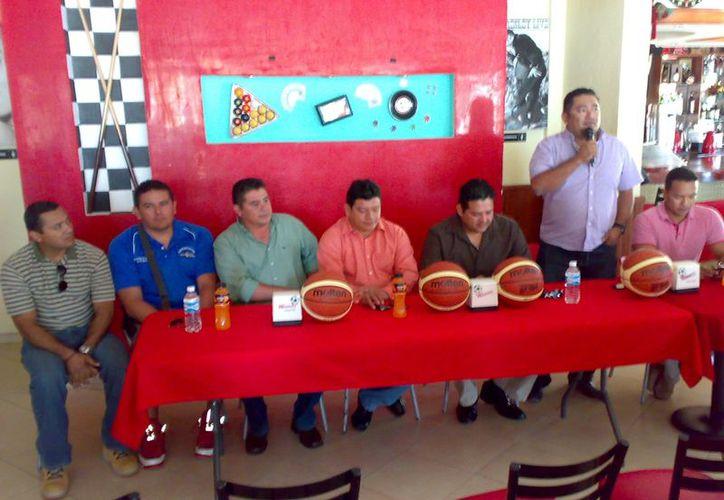 La rueda de prensa para presentar el campeonato. (Alberto Aguilar/SIPSE)