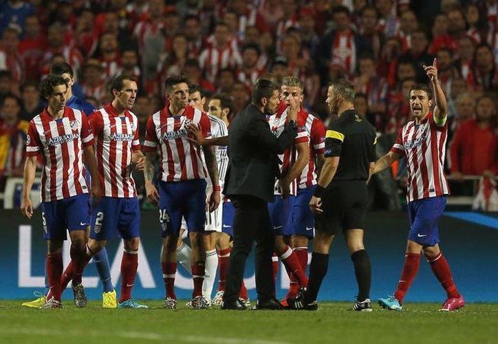 El Atleti defendió con uñas y dientes el gol de Godín. (Foto: AP)