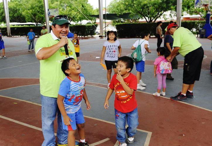 En total fueron mil 128 guías que estuvieron al pendiente de los 16 mil niños que participaron en el programa vacacional. (SIPSE)