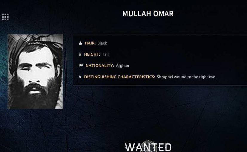 Foto sin fecha difundida por el FBI en la que se ve al mulá Omar en un aviso que ofrece una recompensa por él. La muerte de Omar se ha anunciado muchas veces en el pasado. (FBI via AP/archivo)