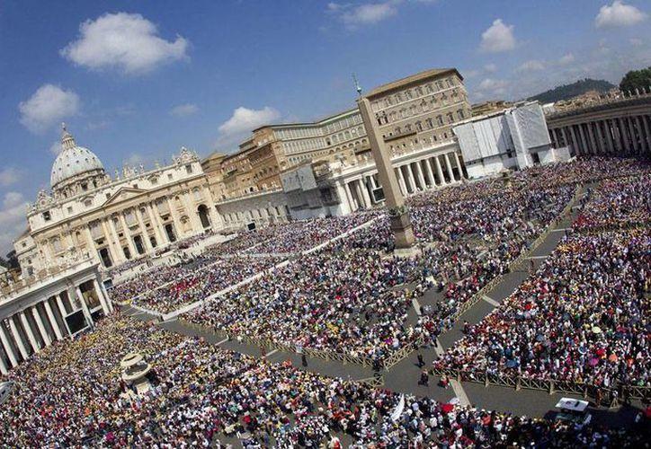 """Un informe del comité de Derechos Humanos de la ONU critica el código de silencio que El Vaticano utilizó para """"callar"""" a las víctimas de abuso sexual de sacerdotes. En la imagen, vista general de la Plaza de San Pedro, en El Vaticano. (Contexto/Efe)"""