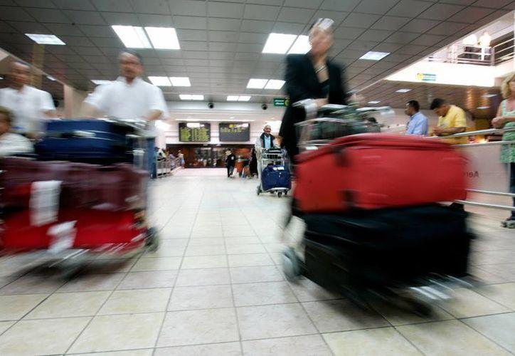 El AICM ya quiere recuperar los locales de la Terminal 1, para rentarlos por su cuenta, sin tomar en cuenta el fallo judicial que tiene en contra. (EFE/Archivo)