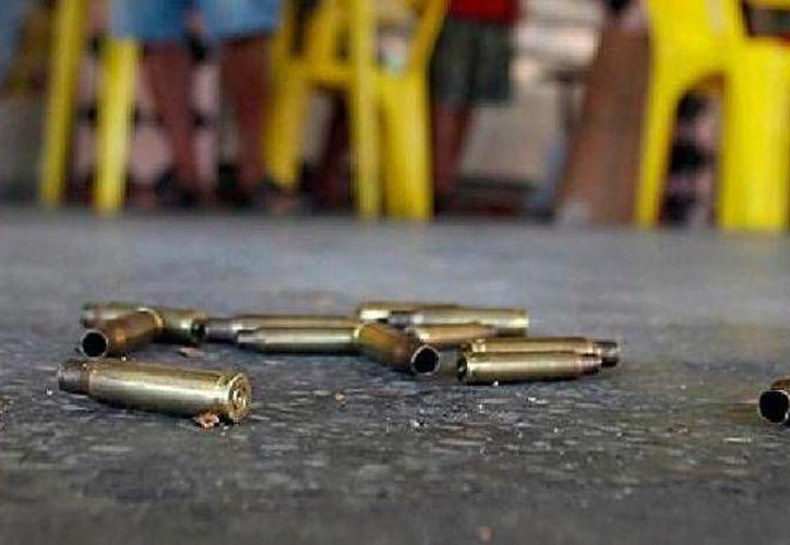 Al parecer los atacantes del hombre asesinado en una taquería del DF dispararon desde el interior de una camioneta. (Agencias/Foto de contexto)