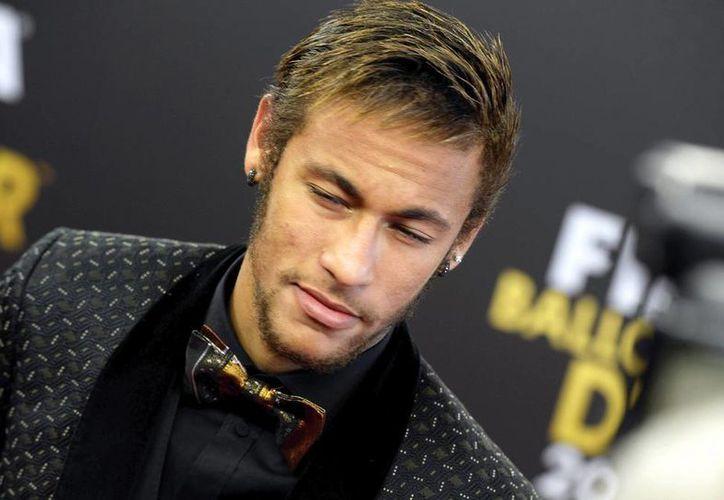 La contratación del astro brasileño del Barza Neymar (foto) está en tela de duda; la Audiencia Nacional Española ya solicitó información sobre el fichaje del goleador por parte del club catalán. (Archivo/Efe)