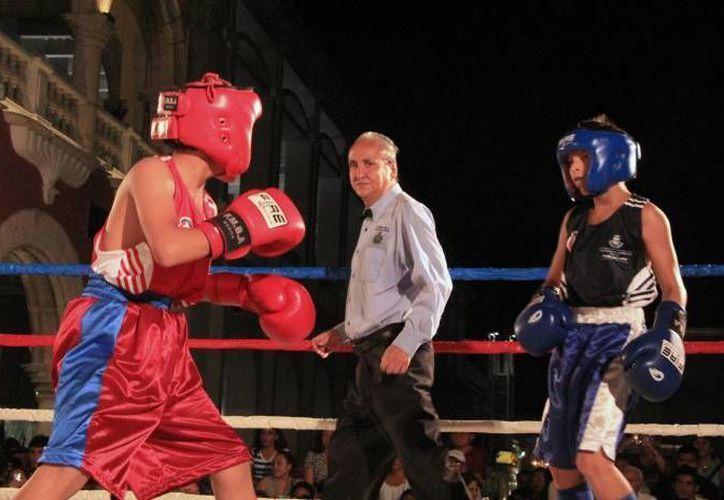 Personal del IDEY y de boxeo amateur presenciaron los siete duelos juveniles. (Milenio  Novedades/Contexto)