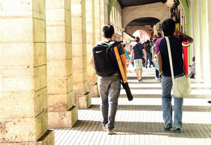 El 2 y 4 de febrero próximos arrancará el proceso de ingreso para licenciaturas y bachillerato en la Uady, en ese orden. Para las carreras prevén mil aspirantes más que el año pasado.(José Acosta/SIPSE)
