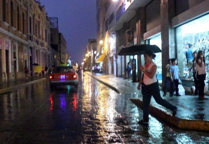 El SMN prevé chubascos en el occidente y sur de Yucatán. Las  temperaturas máximas oscilarán entre los 34 y 37 grados , con una mínima de 24. (José Acosta/SIPSE)