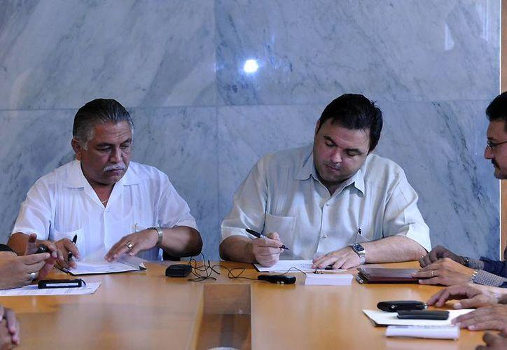 Jervis García (i) solicitó que incluyan a sus agremiados en los programas sociales para mejorar el nivel de vida sus familias. (Cortesía)