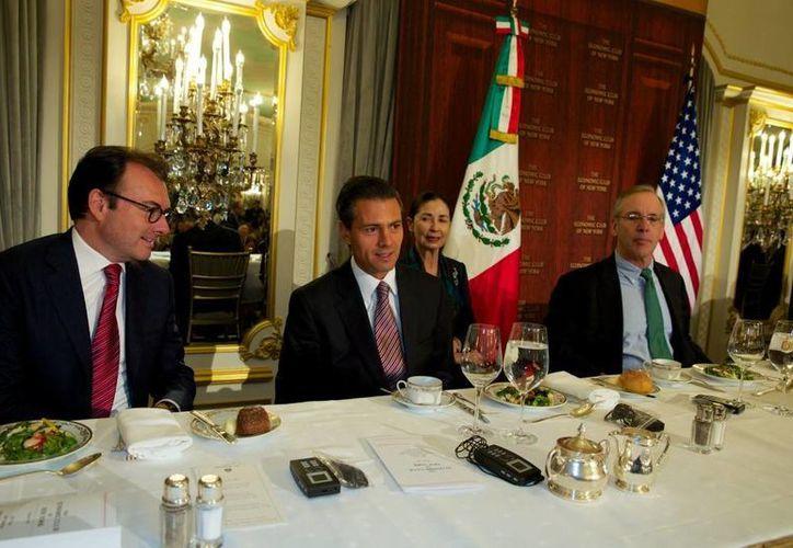 Peña Nieto, de gira por Nueva York, saludó la voluntad de los partidos políticos para la aprobación de la reforma energética. (Presidencia)