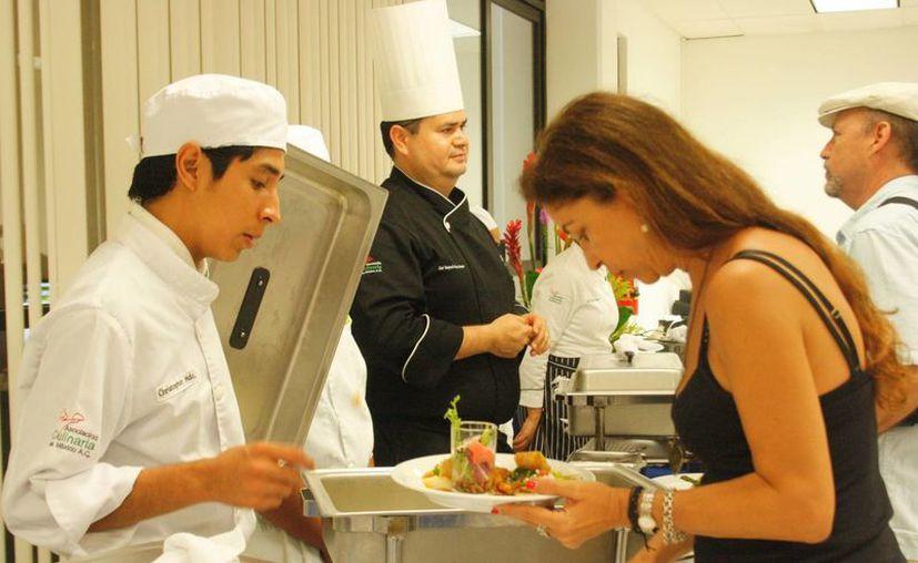 La Cofepris realiza inspecciones en establecimientos de venta de alimentos durante las vacaciones de verano. (Octavio Martínez/SIPSE)
