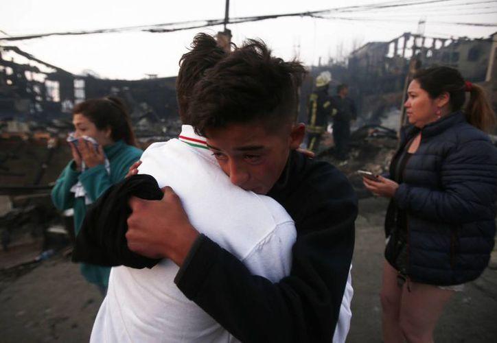 Chile vive una dura temporada de incendios debido a las condiciones meteorológicas que favorecen la rápida propagación del fuego. (AP/Luis Hidalgo)