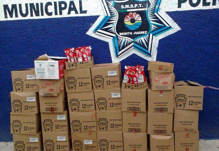 El detenido y la mercancía fueron trasladados a la Secretaría de Seguridad Pública. (Redacción/SIPSE)