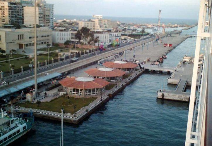 Imagen de Puerto Said, al noreste de El Cairo, Egipto. A unos 100 km de este puerto fue hallado el yacimiento de gas natural que haría autosuficiente a Egipto en este energético. (Foto: www.sobreegipto.com)