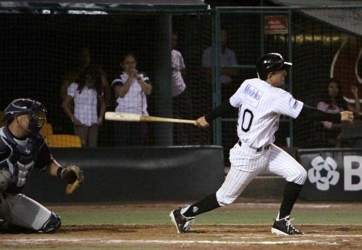 Los Rieleros ganaron el partido en la novena entrada con bambinazo de Leobardo Arauz con uno a bordo. (Milenio Novedades)