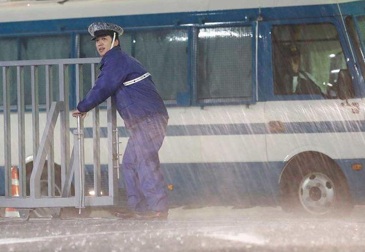 Al menos dos personas murieron en Japón poco antes de la llegada de un poderoso tifón. (AP).