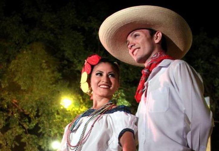 En el evento dos parejas de baile lucirán trajes típicos del folclor mexicano. (Milenio Novedades)