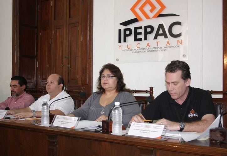 La sesión del Ipepac en la que se aprobó el monto de aportaciones a partidos. (SIPSE)