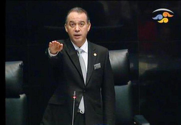 Raúl Cervantes Andrade tomó protesta como nuevo presidente de la Mesa Directiva del Senado de la República. (Milenio)