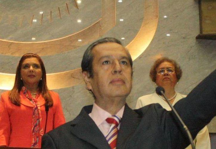 Rogelio Ortega, gobernador interino de Guerrero, prometió entregar a normalistas un informe de las acciones que se realizan en el gobierno y en la PGR. (Notimex)