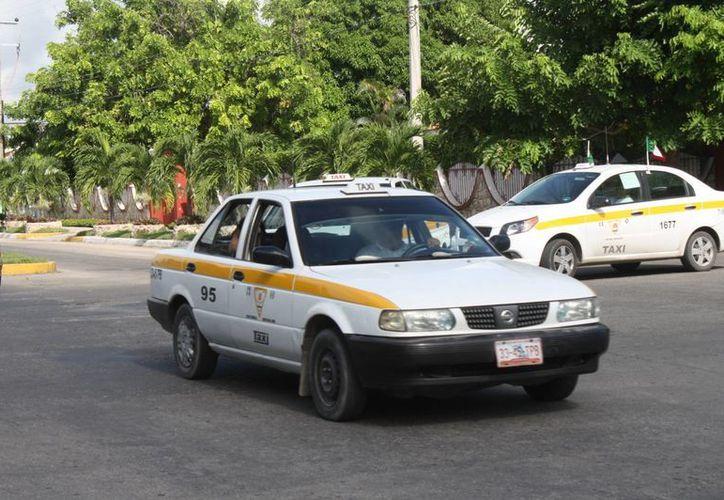 Alrededor de 900 operadores de taxi del Suchaa prestan el servicio de transporte público de manera irregular. (Enrique Mena/SIPSE)