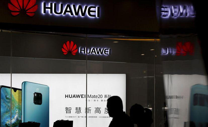 El veto a Huawei aún está en negociaciones, pero estas imágenes podrían darnos pistas sobre lo que la compañía tiene preparado. (AP Photo/Andy Wong)
