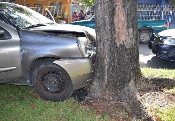 El hombre quedó inconsciente tras el accidente. (Redacción/SIPSE)