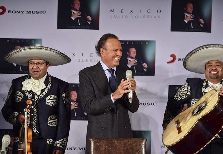 Julio Iglesias celebró su cumpleaños 72 en México entre mariachis. El cantante español presentó en este país su más reciente disco, 'México'. (elnuevodiario.com)