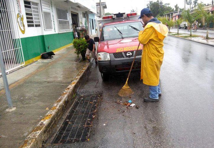 Alcantarillas, pozos de absorción, puentes, pasos de agua y zonas inundables tanto en el campo como en la ciudad se tienen bien ubicadas. (Manuel Salazar/SIPSE)