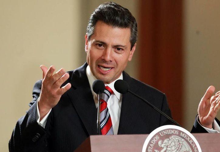 La revista destacó la firma del Pacto por México, impulsada por Peña Nieto. (Archivo/Notimex)