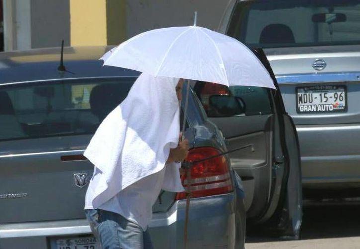 Fue alrededor de las 14:00 de este sábado cuando en Hermosillo se registró la temperatura máxima de 48.8 grados Celsius. (Imagen tomada de elimparcial.com)
