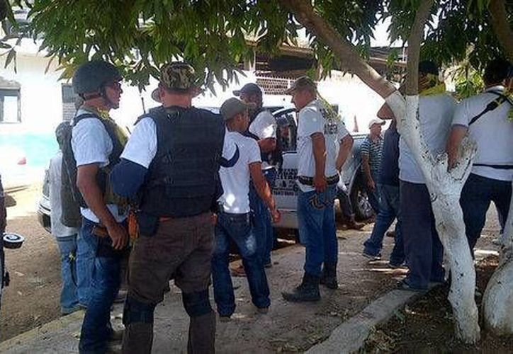 Los comunitarios señalaron a algunos 'punteros' de los Templarios, mismos que fueron detenidos por la policía municipal. (Milenio)